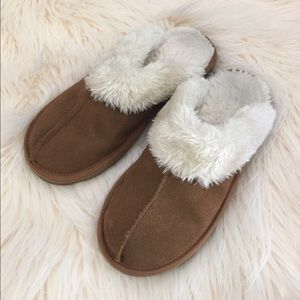 Shoes - Classic Chestnut Cluggette Sherpa Slippers 8