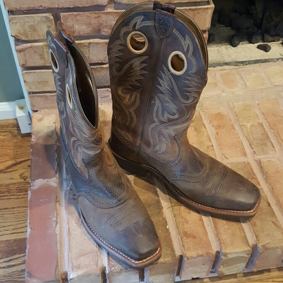 d809863261e Ariat Men's Heritage Roughstock Cowboy Boots