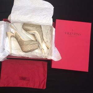 Valentino Shoes - Like New Valentino Cage Mesh Slingback Pumps