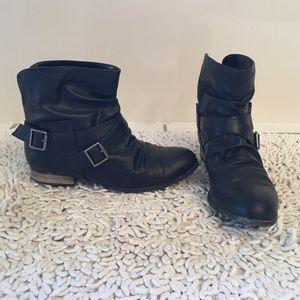 Diba Shoes - Black boots