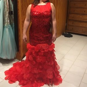 Dresses & Skirts - Gorgeous red mermaid dress size 16