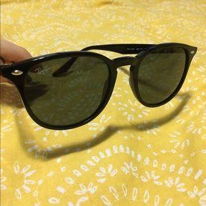 Ray-Ban Accessories - •New Ray-Ban Sunglasses•