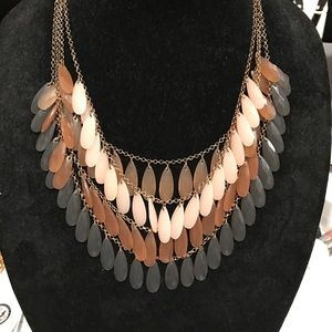 Jewelry - Beautiful nude/grey necklace