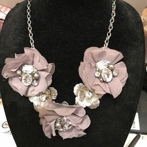 Jewelry - Silver floral and jewel necklace