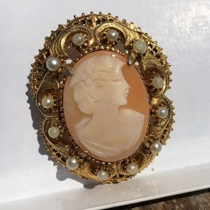 Forenza Jewelry - ❤️️FINAL PRICE❤️️Vintage Forenza Cameo Brooch