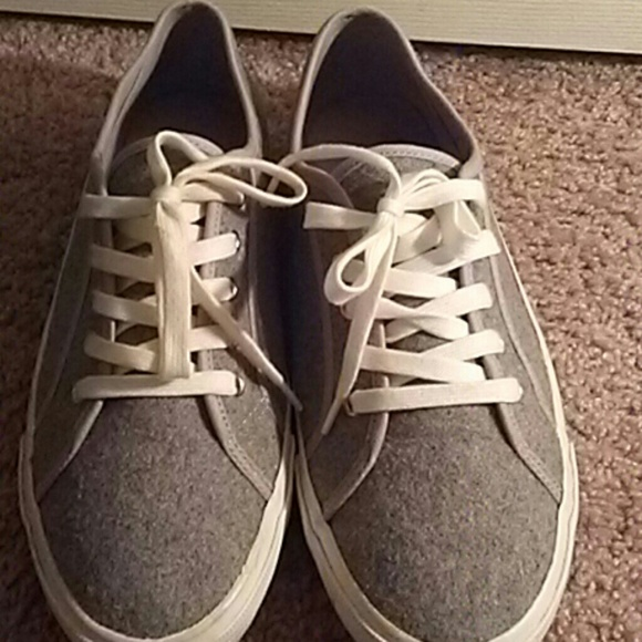 how to clean white and gray shoes