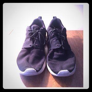 Nike Shoes - Nike Air Men's Roshe Run Black White 11.5
