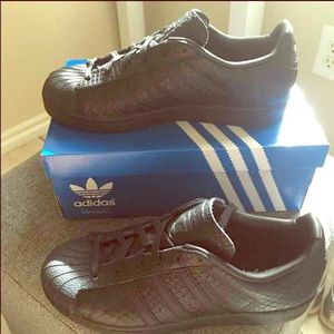 Adidas Shoes - Authentic Adidas superstar textured black snake.