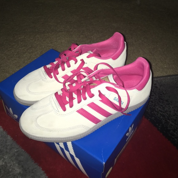 Le Adidas Donne Bianca E Samoa. Rosa Poshmark Samoa. E febd04