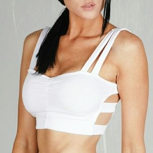 Tops - 💋LAST 2💋White sporty crop top