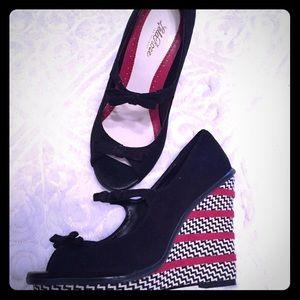 Lela Rose Shoes - Fabulous black red white zigzag wedges