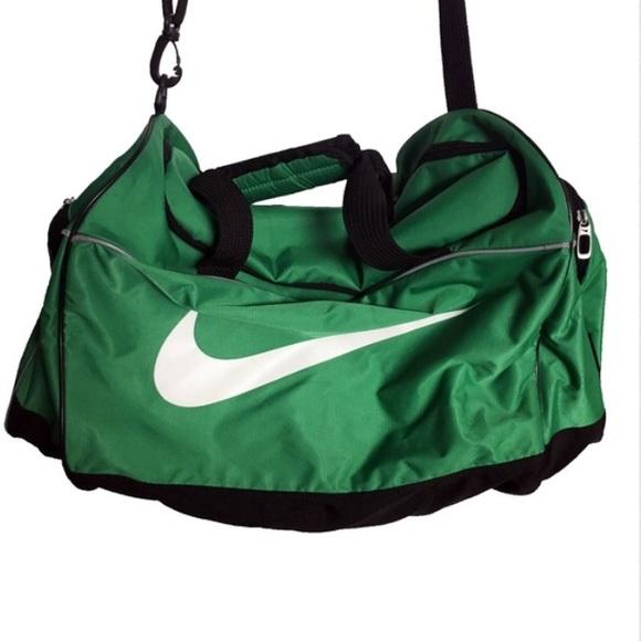 NIKE - Green Overnight Duffle Bag   Gym Bag. M 5883c0906d64bca9a701570e 1ef987eb1