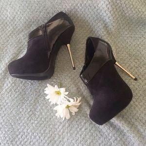 shoedazzle Shoes - Suede  stiletto Bootie 💥