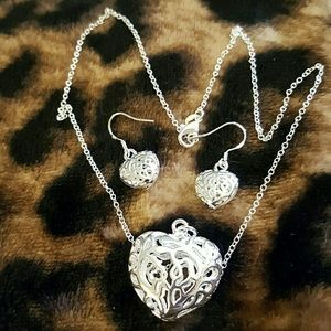 jcpenney Jewelry - 🐝SPRING SALE??💝NECKLACE  AND EARRING SET💘