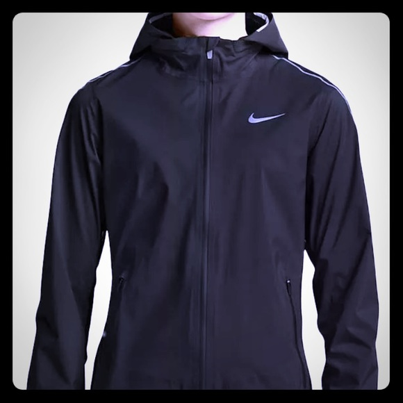 NWT Women/'s Running Jacket Nike Hyper Shield Light Water-Repellent