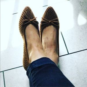Boutique Shoes - Bow Perforated Tan Flats