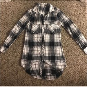 Chelsea & Violet Tops - Plaid woven button-down tunic XS black and white