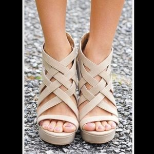 Shoes - 📚😻 Cream Wedges