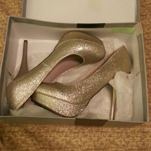 Shoes - Beautiful sparkly heels