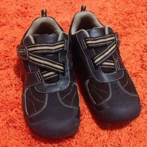 Eastland Other - Boys size 6 youth velcro brown shoes