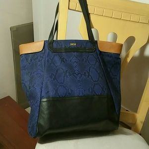 Be & D Handbags - Be&D leather trimmed tote