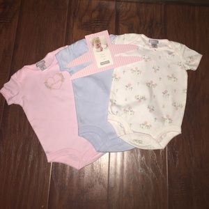 Carter's Other - Sweet Daisy Carters Onesie's. (3)