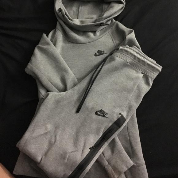 c18da70cf173 Gray Nike tech sweat suit. M 588426282fd0b7668e0d18ea