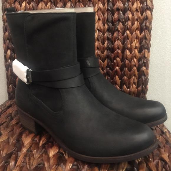 86c800fb29b UGG Lorraine Black Boots NWT