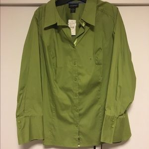 Great green button down shirt with spandex