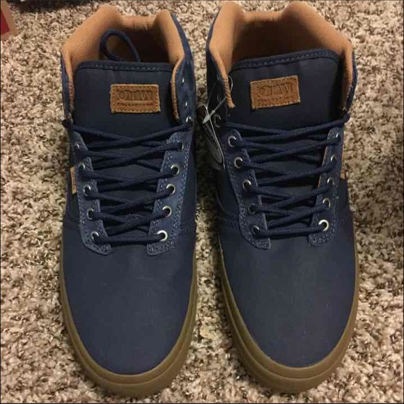 15a73865d09cd NEW 👀 Vans Bedford Gum sole Mid Top Suede Navy NWT