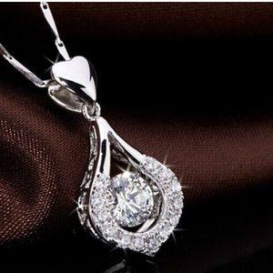 Jewelry - NEW & BEAUTIFUL SPARKLES NECKLACE