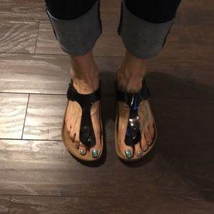Birkenstock Shoes - Birkenstock Gizeh BLACK PATENT. Like New