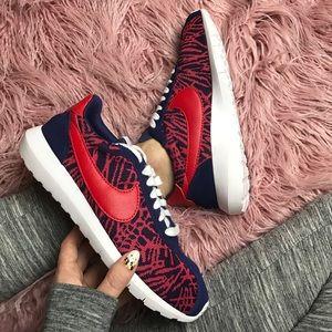 Nike Shoes - NWT Nike knitted roshe 130$