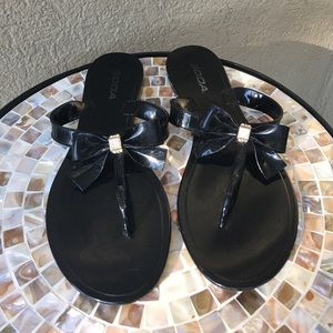 Soda Shoes - Soda Black bow w/rhinestones sandals