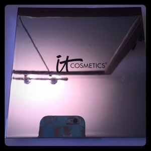 """It Cosmetics Compact """"Must Haves Palette"""""""
