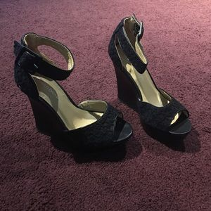 Wild Diva Shoes - Black Wedges!
