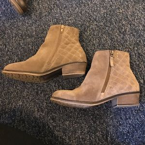 Shoes - White mountain booties