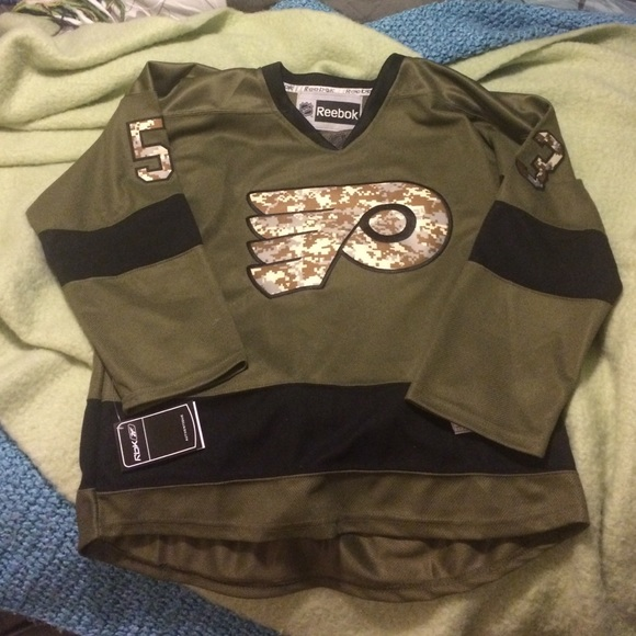 online store 3d313 a432f Military appreciation Flyers jersey! 👻🐻 NWT
