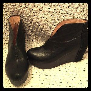 Matt Bernson Shoes - Matt Bernson black booties!