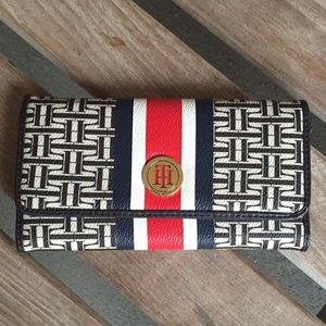 New-Tommy Hilfiger trifold logo wallet