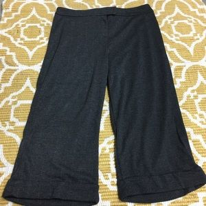 NWOT Large Drk Charcoal with Silver NY&C Capri