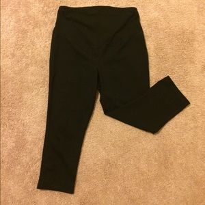 Old Navy active maternity crop leggings