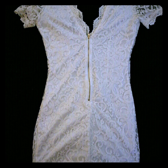 Tobi Dresses - ❤TOBI Gorgeous White Lace Dress❤