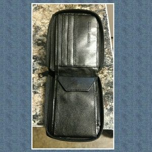 Other - Nwt mens leather wallet