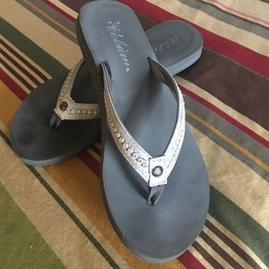 Cobian Shoes - Cobian  flips-flops super cute! ☀❤