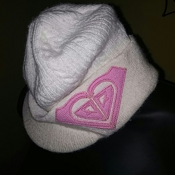 3b8f35e438b Roxy women s Winter hat with bill. M 5888a434fbf6f9a1570002cd