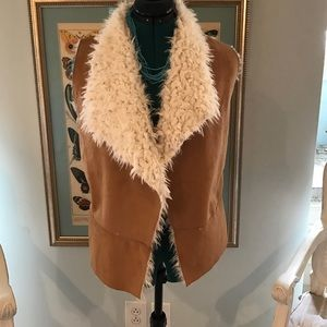 Faux Sherling vest NWOT size Med👢🐴👢💕