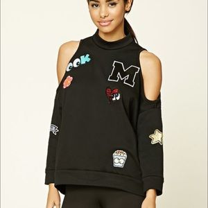 Open shoulder patched sweatshirt