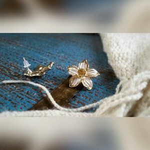 Jewelry - White Lily Earrings