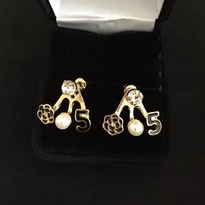 Jewelry - New No 5 pair of earrings